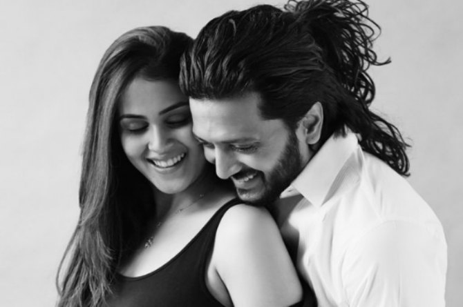 Hubby Riteish just can't keep his eyes off 'sundar baiko' Genelia!