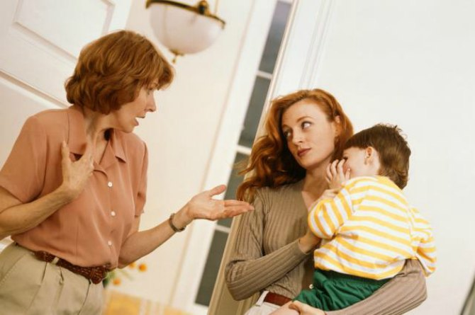 5 smart ways to deal with nosey aunties and other people who doubt your parenting skills