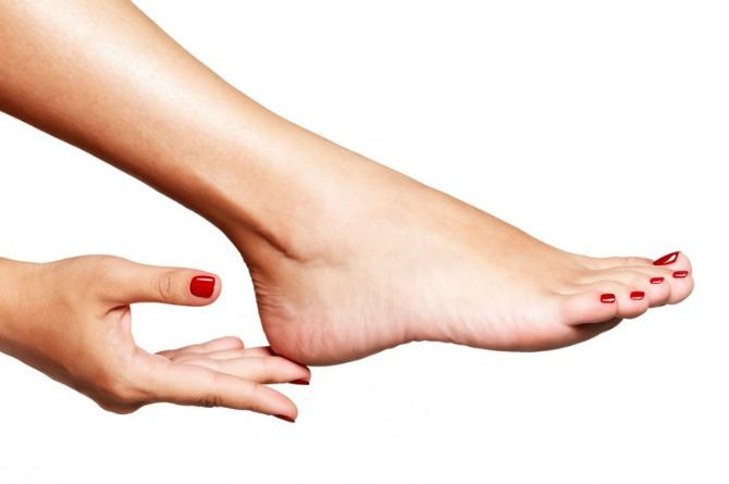 5 easy ways to have beautiful feet this rainy season!