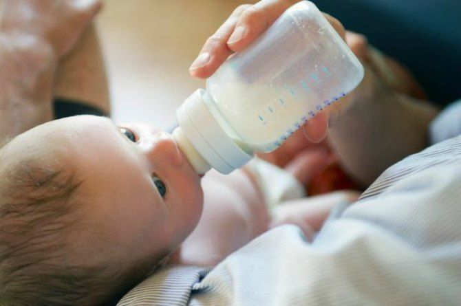 5 reasons why you should NOT be giving cow's milk to your newborn