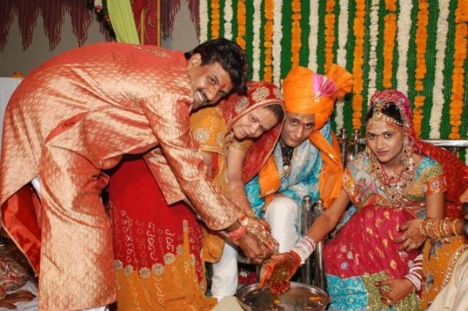 This bride's father gifted a neem plant to his son-in-law as dowry!