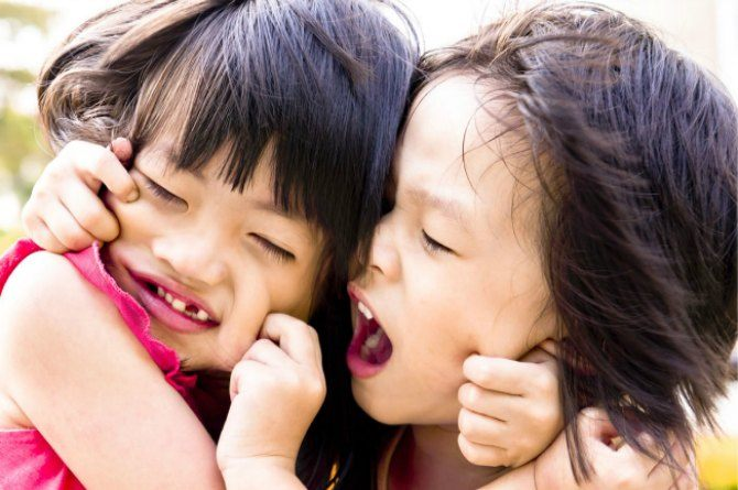 5 simple ways to avoid sibling rivalry between your little ones