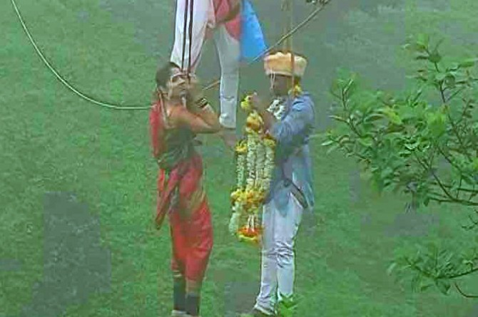 This Kolhapur couple married 90 metres above ground, hanging from a ropeway!