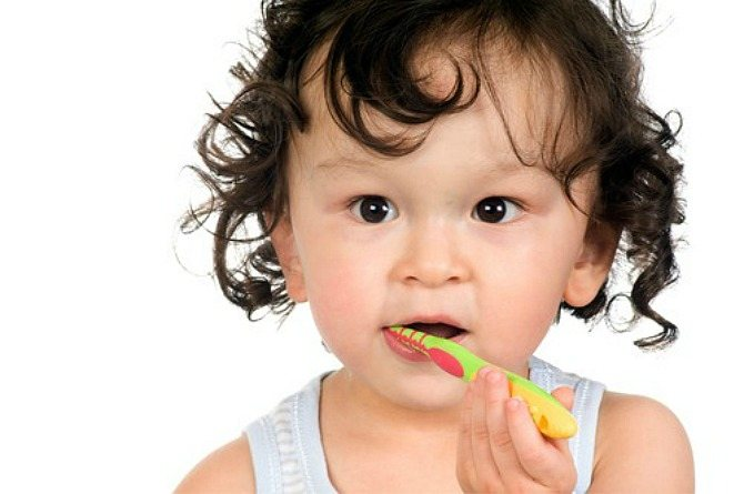 Brushing baby teeth: When to start and best ways to do it