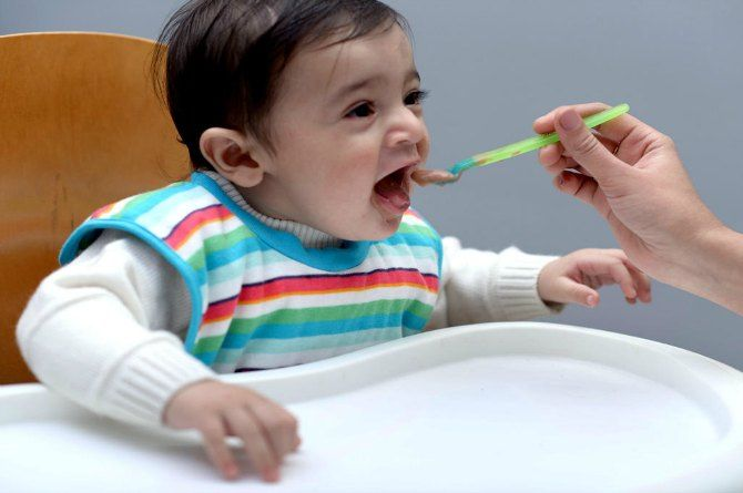 baby-eat-food
