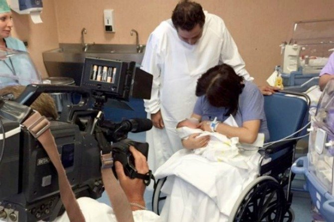 First-time mom gives birth naturally at 61