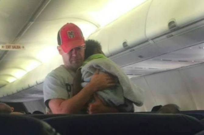 Man's act of kindness for pregnant mother on plane will leave you in tears