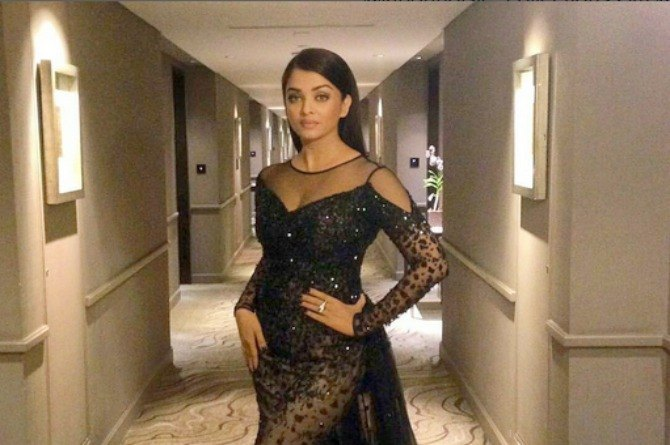 Wow! Fashionable Aishwarya Rai Bachchan proved why nobody should underestimate the power of a mum!