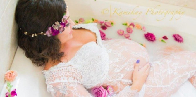 Milk bath maternity photography is a gorgeous new trend for moms-to-be