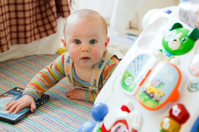 5 key things to keep in mind before buying your baby's first toy