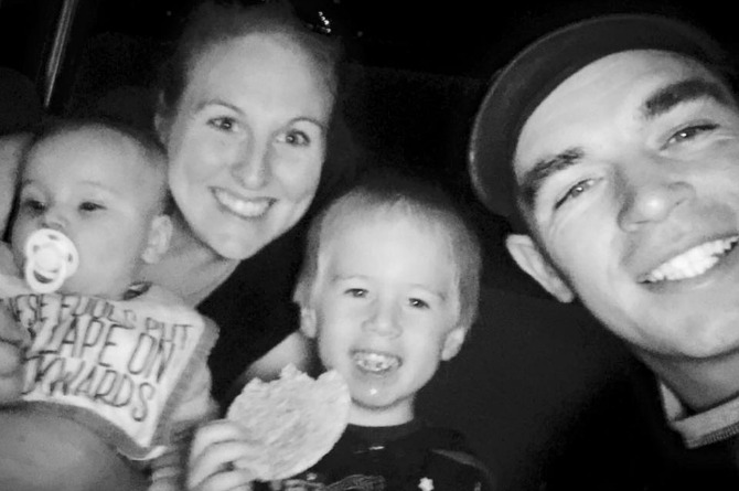 Dad fires back a stranger who belittled his wife for being stay-at-home mom