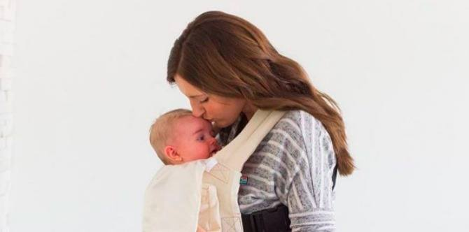 The benefits of babywearing, according to a neuroscientist