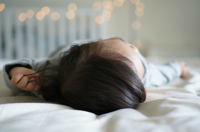 My daughters sleep at 8 and here's how I developed their routine!