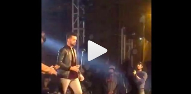 Kudos! Atif Aslam stops concert mid-way to rescue girl from eve teasers (video inside)