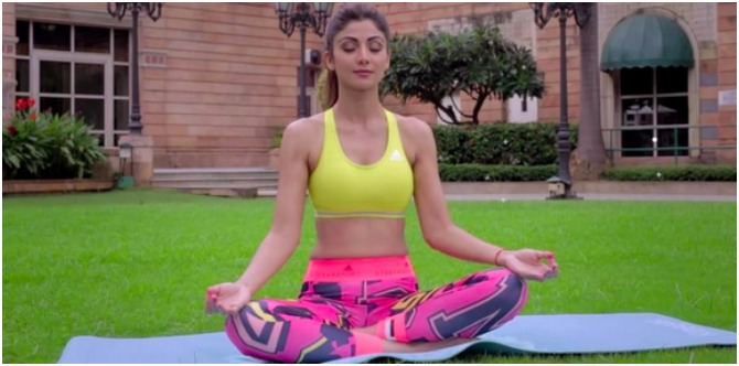 5 yoga asanas to get skinny legs like Shilpa Shetty Kundra