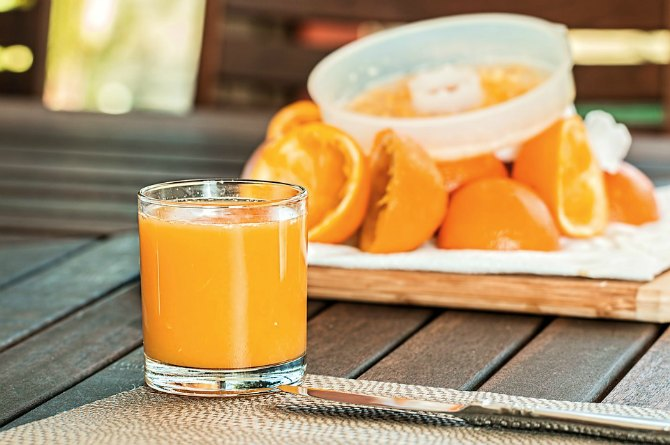 Here's why you should choose a whole fruit over a glass of juice for your child