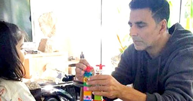 "Daddy cool Akshay Kumar admits ""baby-sitting is tough"""