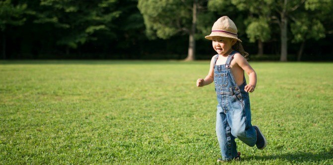 4 Tips to get your toddler to walk more instead of asking to be carried