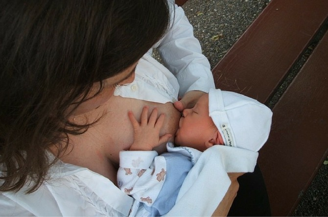 bf copy 1 Here are 5 reasons you must visit a lactation consultant post delivery