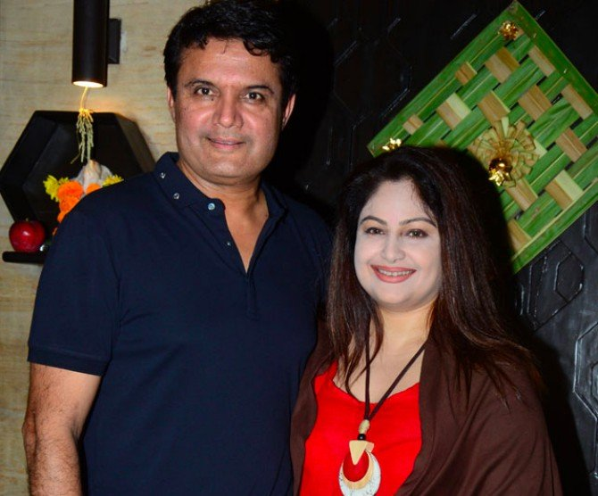 Ayesha Jhulka with husband Samir Vashi