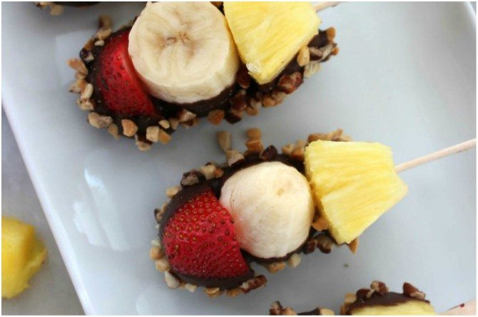 src=https://www.theindusparent.com/wp content/uploads/sites/9/2017/12/banana.jpg Expert recommends: Try out these fun, healthy Christmas recipes for your kids this holiday season!