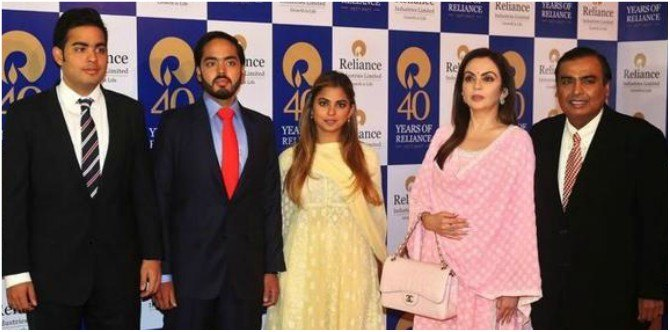"""Tu Ambani hai ya Bikhaari"": This is the pocket money Nita Ambani gave to her kids!"