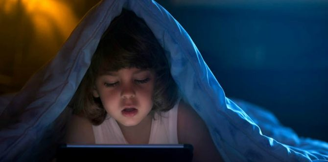 Bright Screens Disrupt Preschoolers' Sleep, Study Says