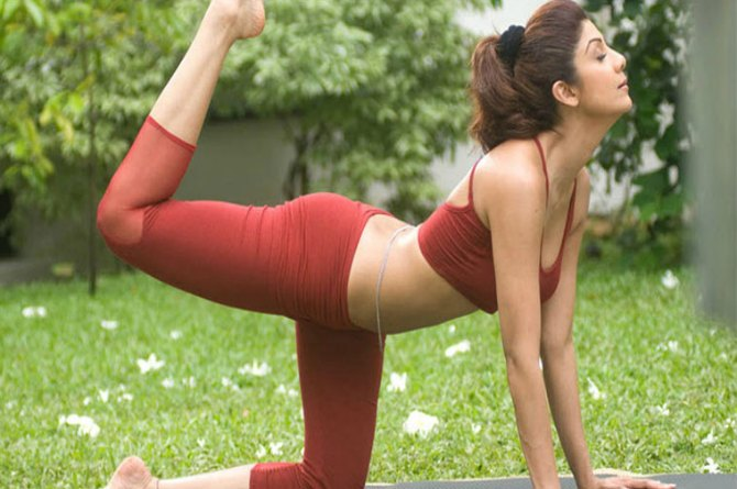 5 Yoga Asanas To Get A Flat Tummy Like Shilpa Shetty