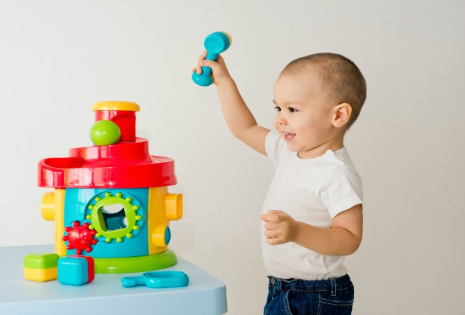 Purchase toys that can stimulate the kid's willingness to explore