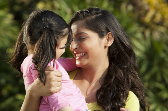7 engaging activities mothers and daughters can do together