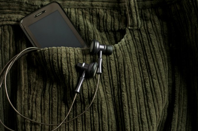 Avoid keeping mobile phones in your front pocket