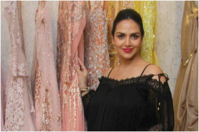 esha deol heads out to shop for her baby shower look
