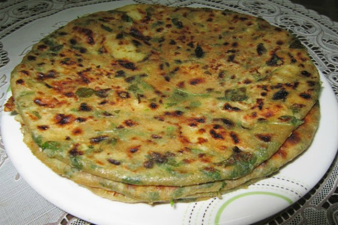 Carrot and Spinach Whole Wheat Parantha